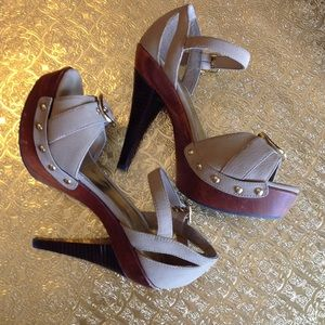 """Bakers Shiloh taupe 4"""" heels with gold buckles"""